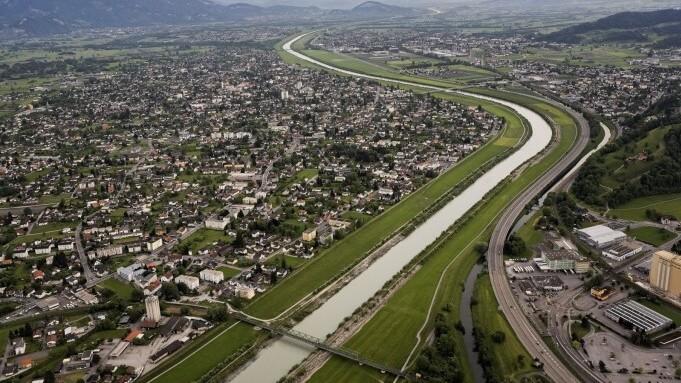 Kanalisierter Alpenrhein (©Frank Schulze / Zeitenspiegel)